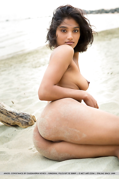 Sultry sexy beach bunny..